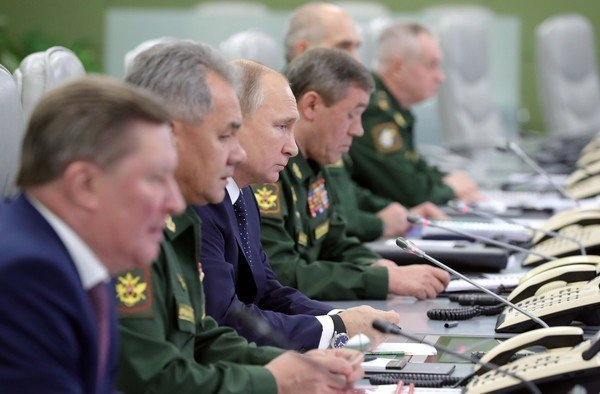 總統普丁上月26日親自坐鎮督軍,並宣布新型飛彈系統將於今年服役。路透