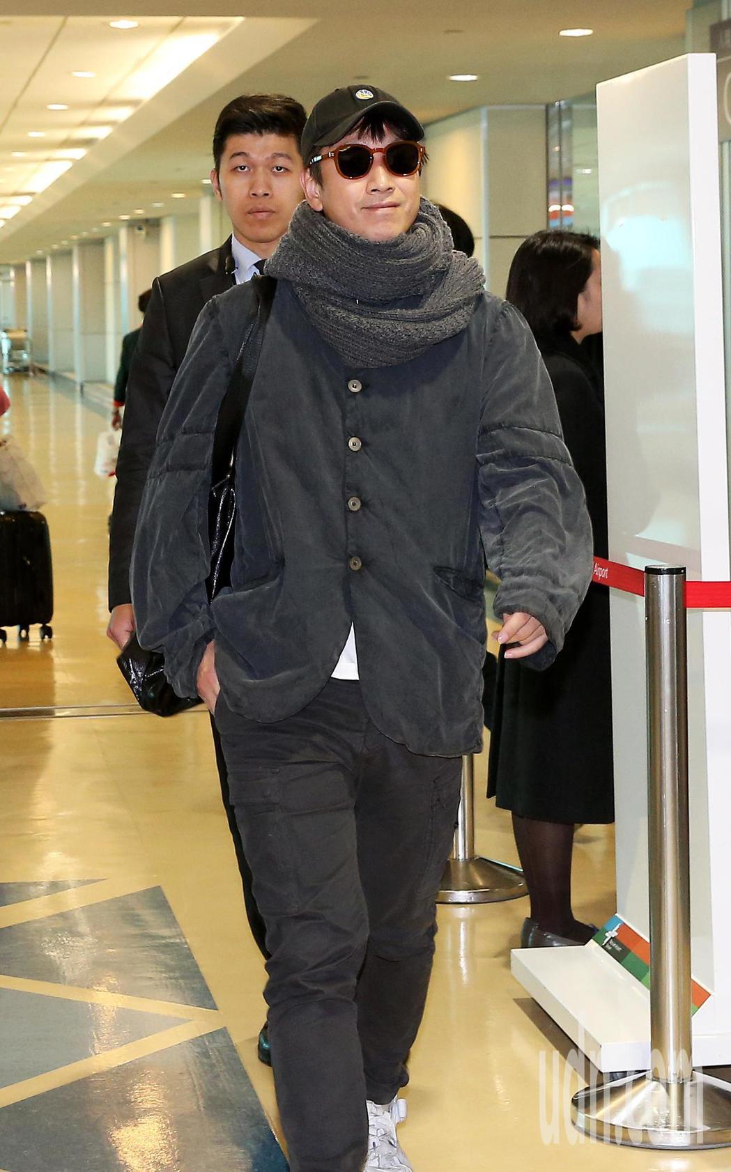 南韓影帝李善均2日中午搭機抵達桃園機場。記者陳嘉寧/攝影