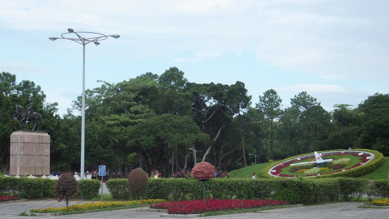 台北市公園內委外經營的公辦民營泳池,傳出承包廠商私設基地台。圖/北市公園處提供