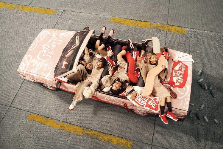 Vans邀請了中國設計師來跨界,推出豬年設定鞋款。圖/Vans提供