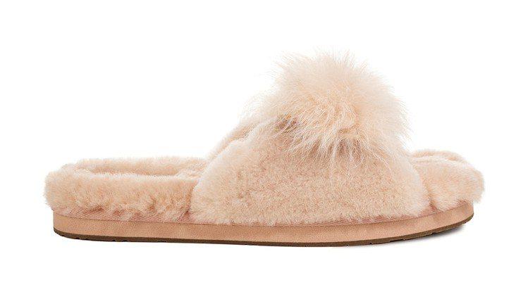 以蓬鬆的羊毛打造華麗的毛茸茸Mirabelle拖鞋,4,500元。圖/UGG提供