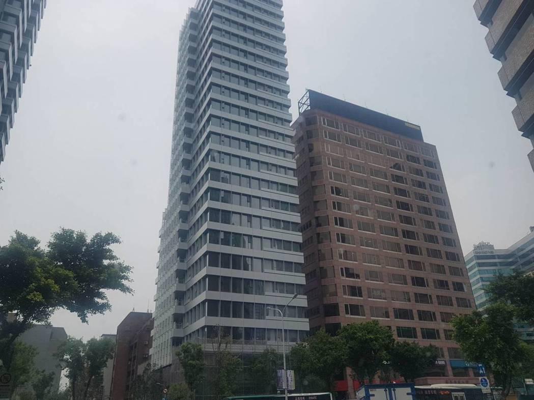 台灣房屋表示,2018年「六都」全年房屋買賣移轉棟數達21萬2,277棟,較20...