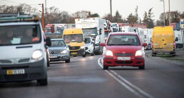 事故發生後造成橋樑封閉,導致附近道路大塞車。路透