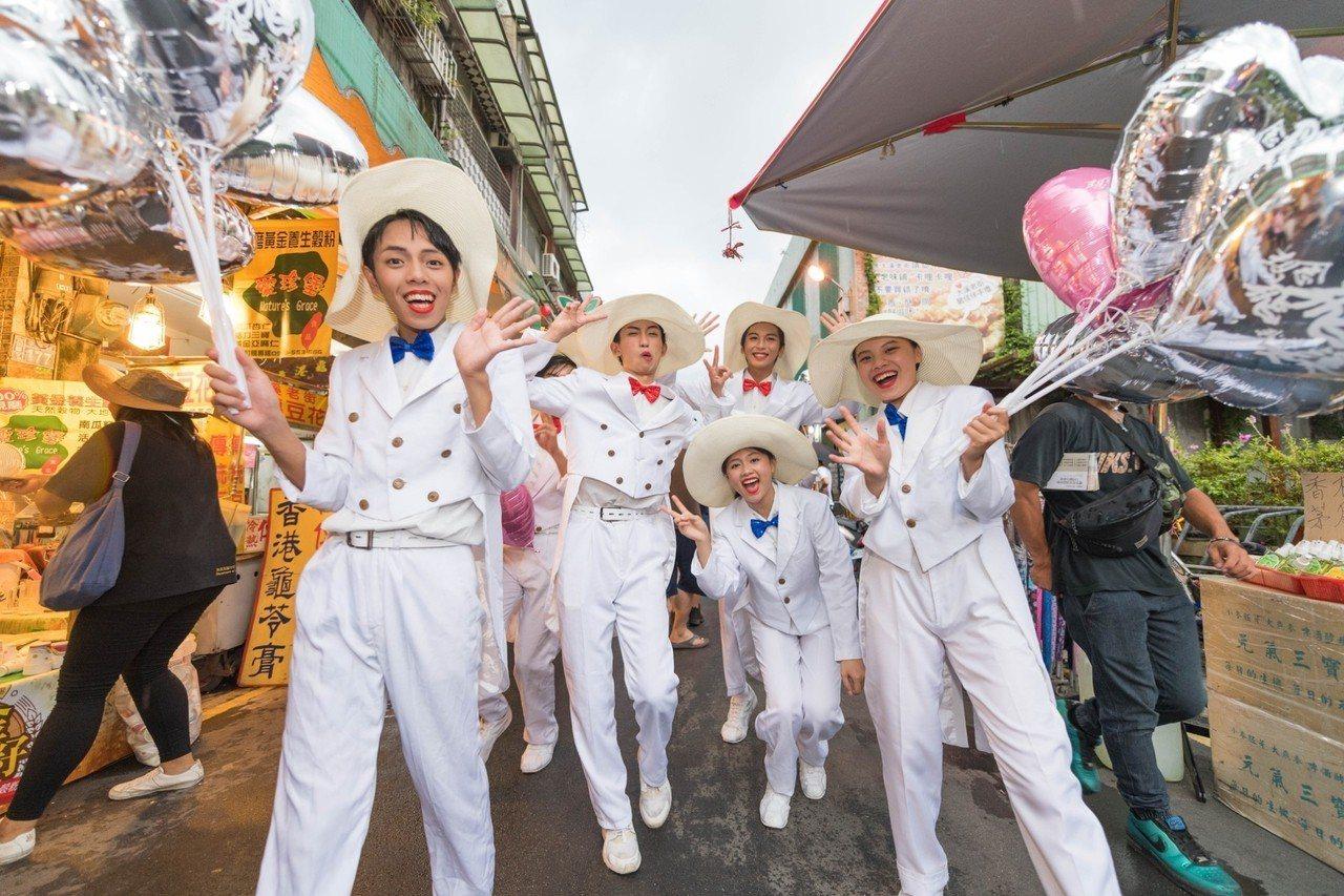 桃園市政府緬懷鳳飛飛,連續3年於8月份舉辦鳳飛飛冥誕系列紀念活動,去年舉行想念飛...