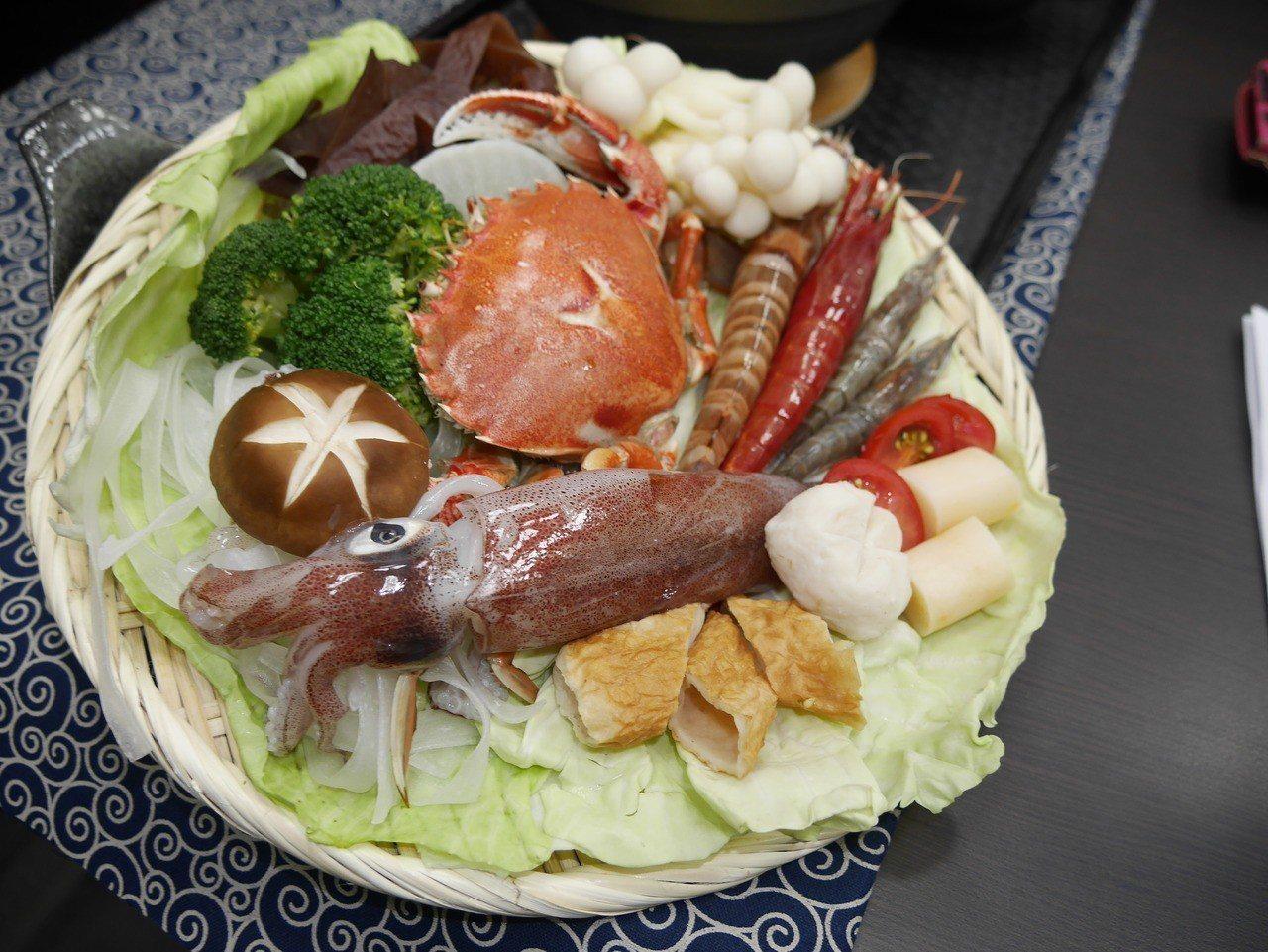 基隆市政府開發的漁夫鍋,劍蝦是主角之一。記者吳淑君/攝影