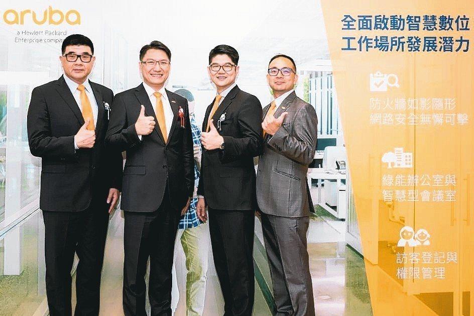HPE Aruba資深技術經理陳清淵(左起)、台灣及東協新興國家總經理許佳樹、台...