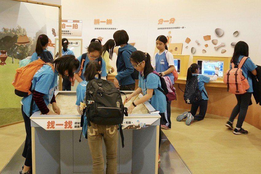 全國唯一兒童考古體驗室,讓孩子化身考古學家。 十三行博物館/提供