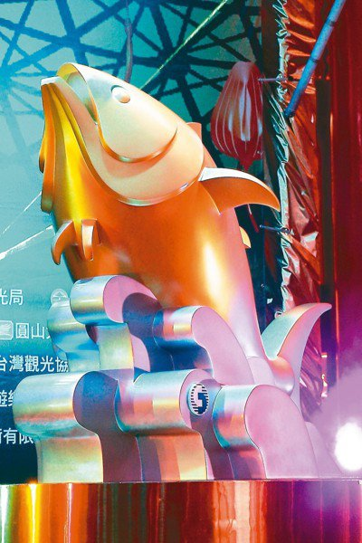邁入30周年的台灣燈會在屏東,交通部觀光局上午舉行記者會發表主燈及小提燈造型。主...