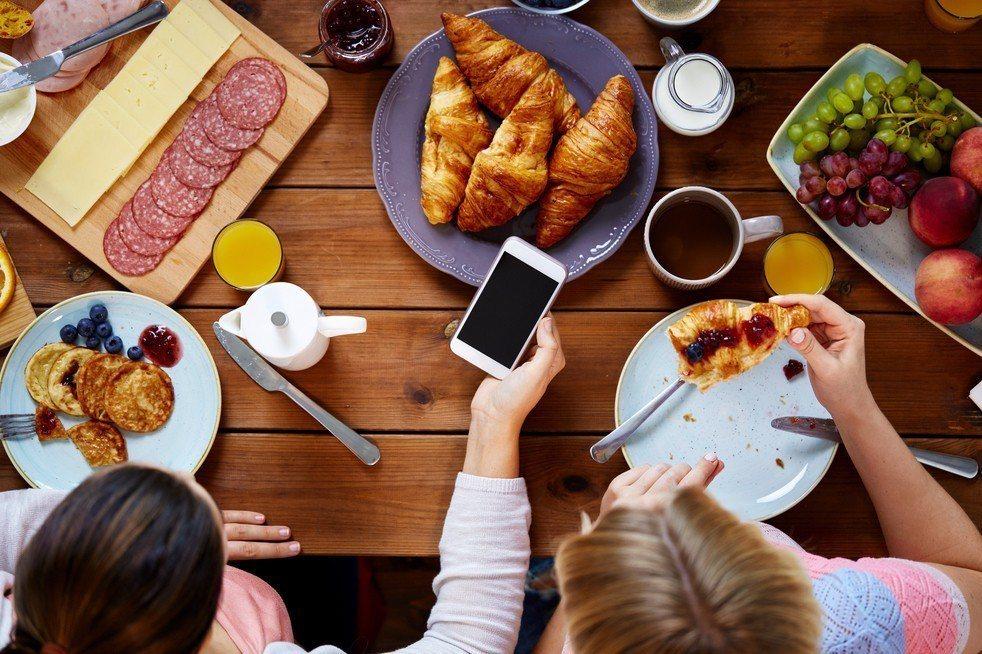 國發會107年數位機會調查報告顯示,有20.8%的手機上網族認為自己有沉迷問題,...