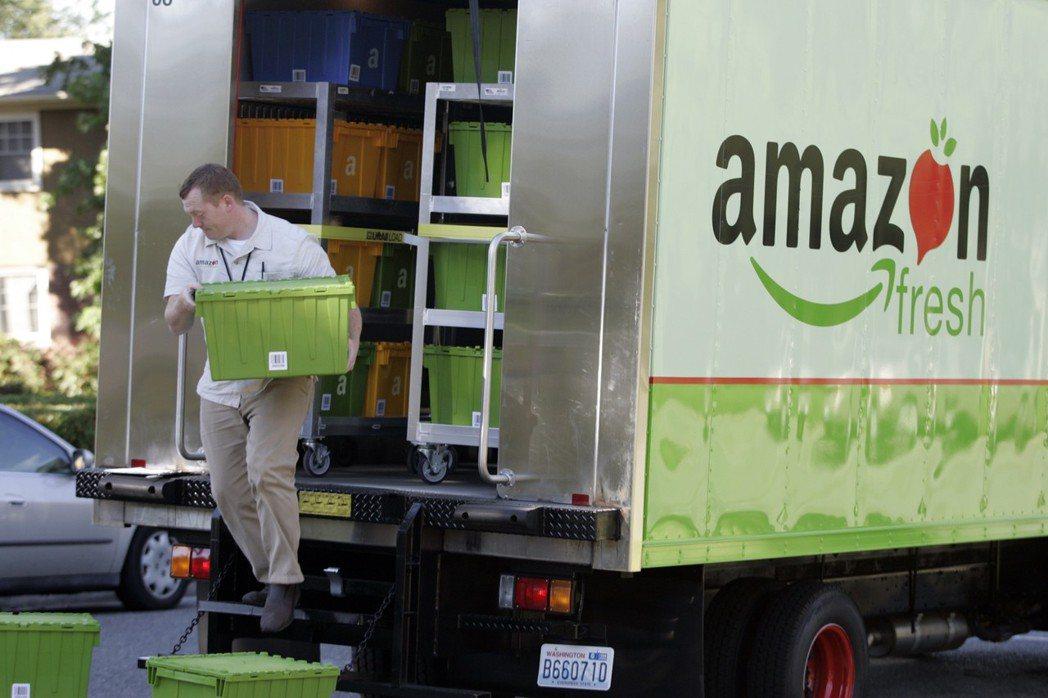 人在家中坐,貨從天上來——連電商巨人亞馬遜,也提供各式必需品的定期補充訂購服務,...