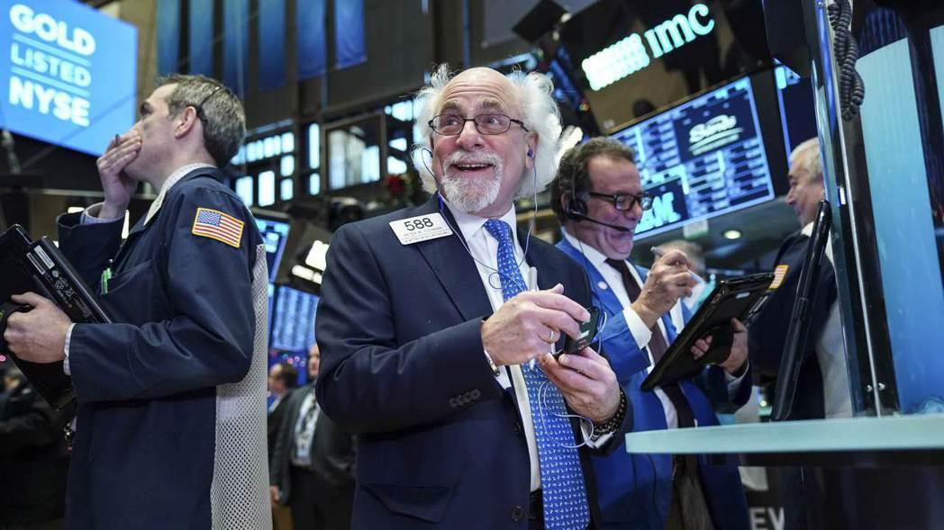 美股新年開紅盤,主因油價上漲提振能源股。  法新社