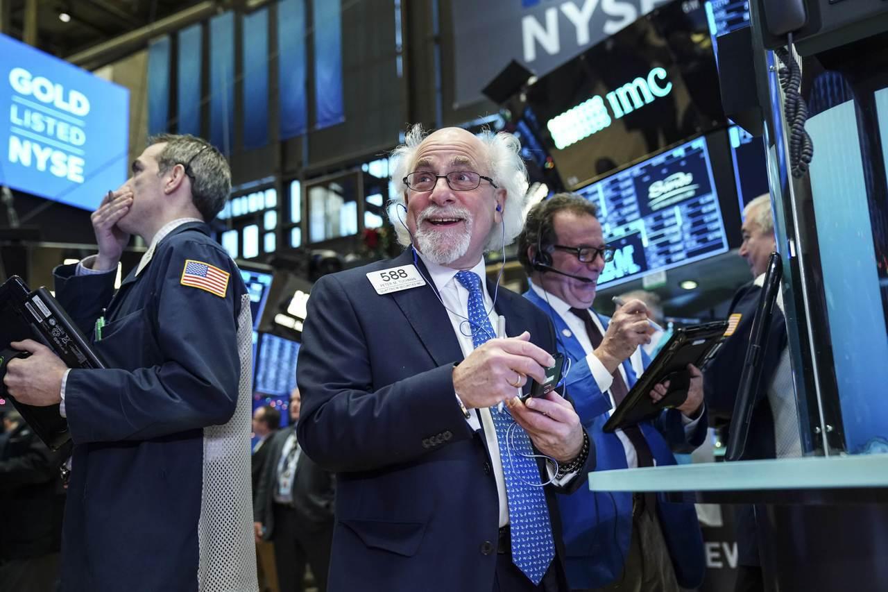 美國總統川普今天在白宮表示,上個月美股「出了一點狀況」,但他認為美中若達成貿易協...