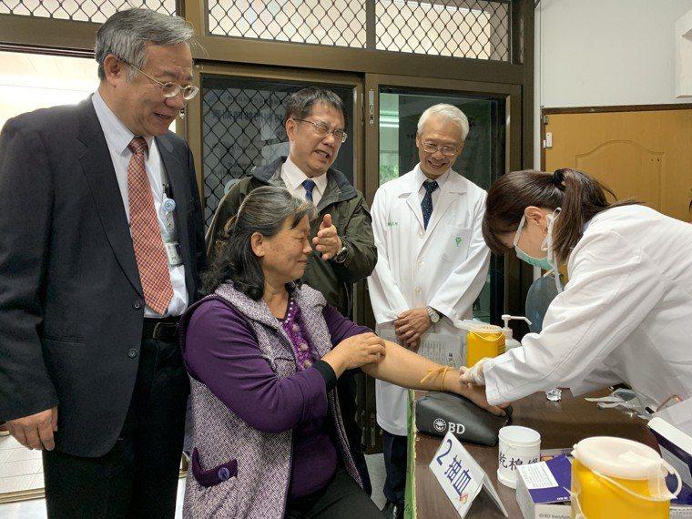柳營奇美醫院在台南市下營衛生所開設C型肝炎特別門診,市長黃偉哲(左三)出席成果發...