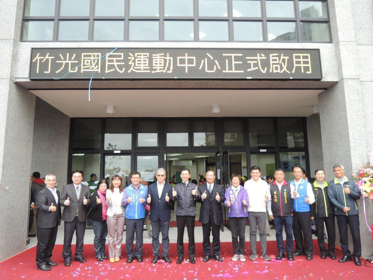 新竹市第二座國民運動中心「竹光國民運動中心」,今天啟動試營運。記者郭宣彣/攝影