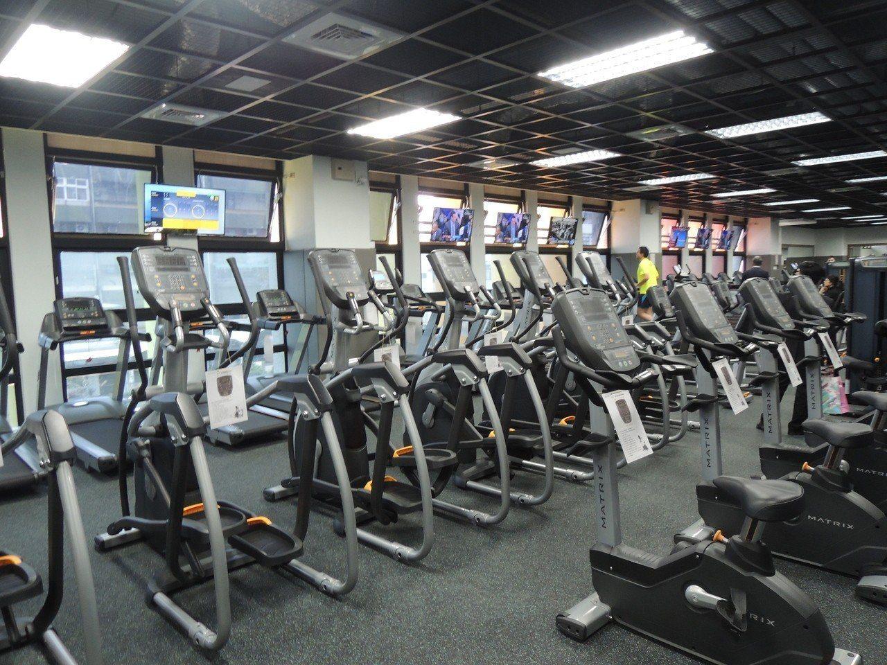 「竹光國民運動中心」也有不少健身設備。記者郭宣彣/攝影