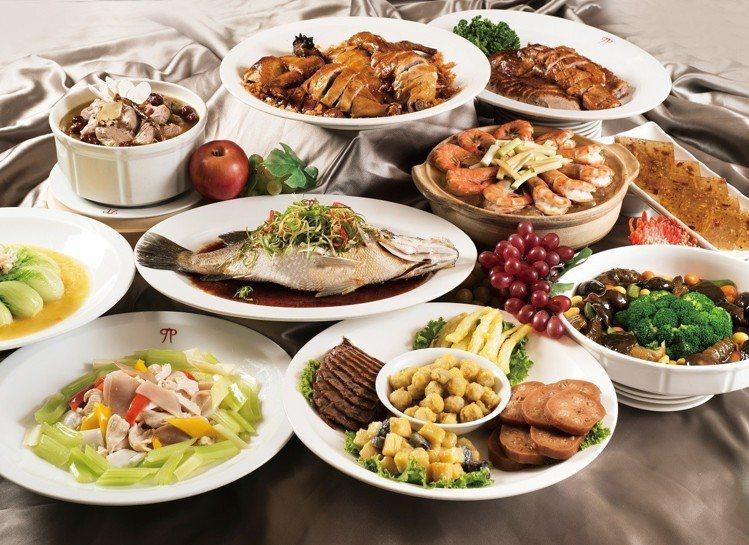 六福客棧金鳳廳搶搭宮廷熱潮,獨家推出《如懿傳》特色菜餚,套餐售價8,888元起。...