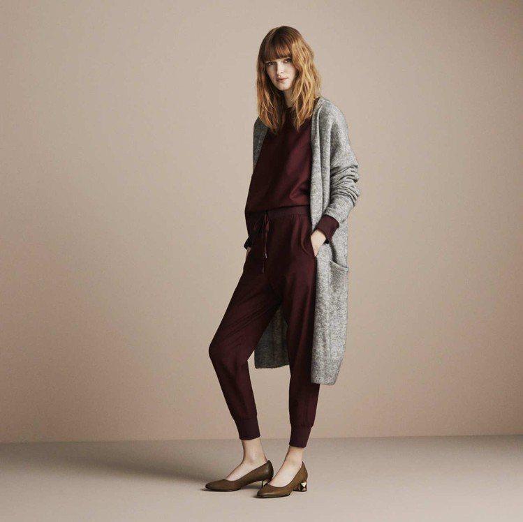 莫蘭迪色繼續延燒到春夏的女鞋設計,Clarks經典的Grace Amelia系列...
