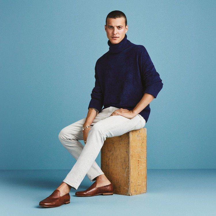 Clarks一口氣推出4款新男鞋,並強化科技工藝,讓雙腳平均釋放行走時的足部壓力...
