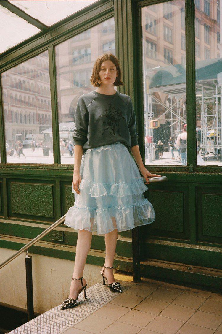 英國時尚達人Alexa Chung的同名品牌ALEXACHUNG,今年早春系列中...