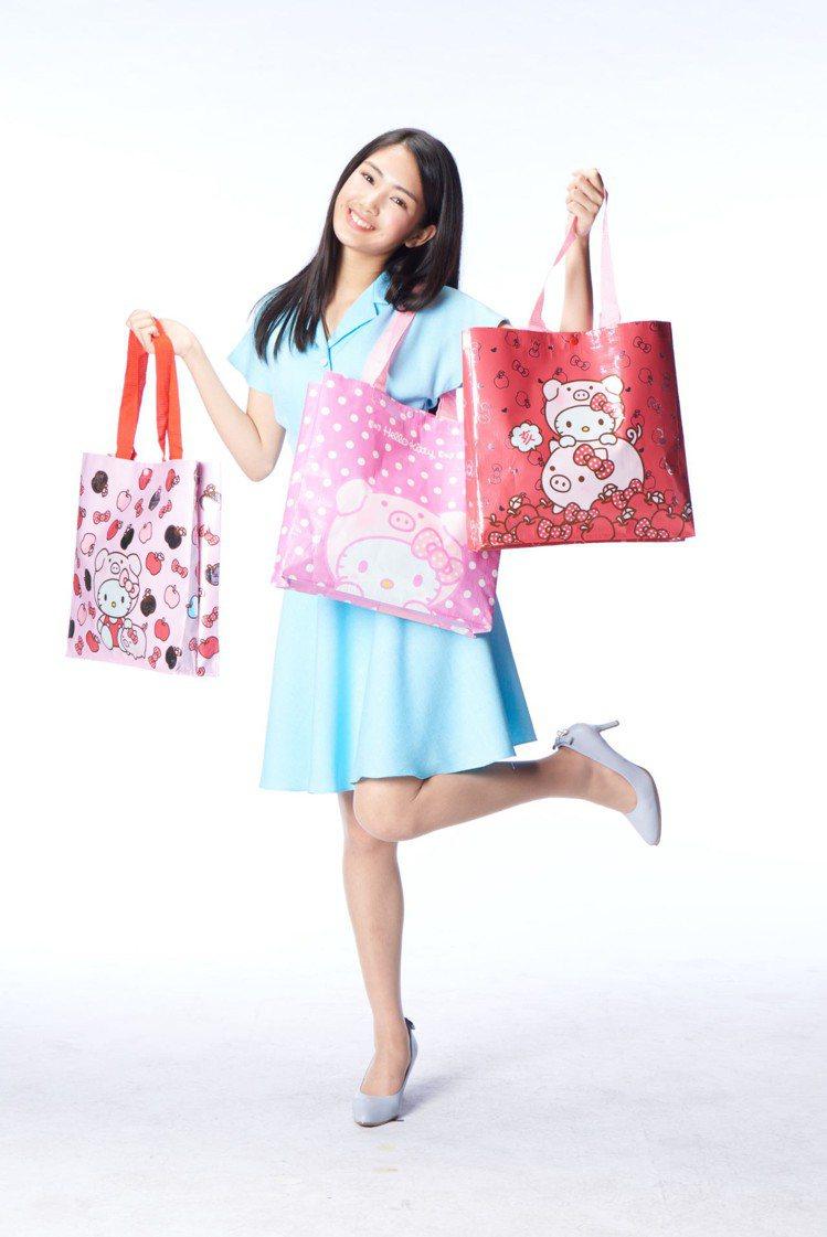 199元福袋的外袋是亮面編織環保袋,共有3款可選擇。圖/7-ELEVEN提供