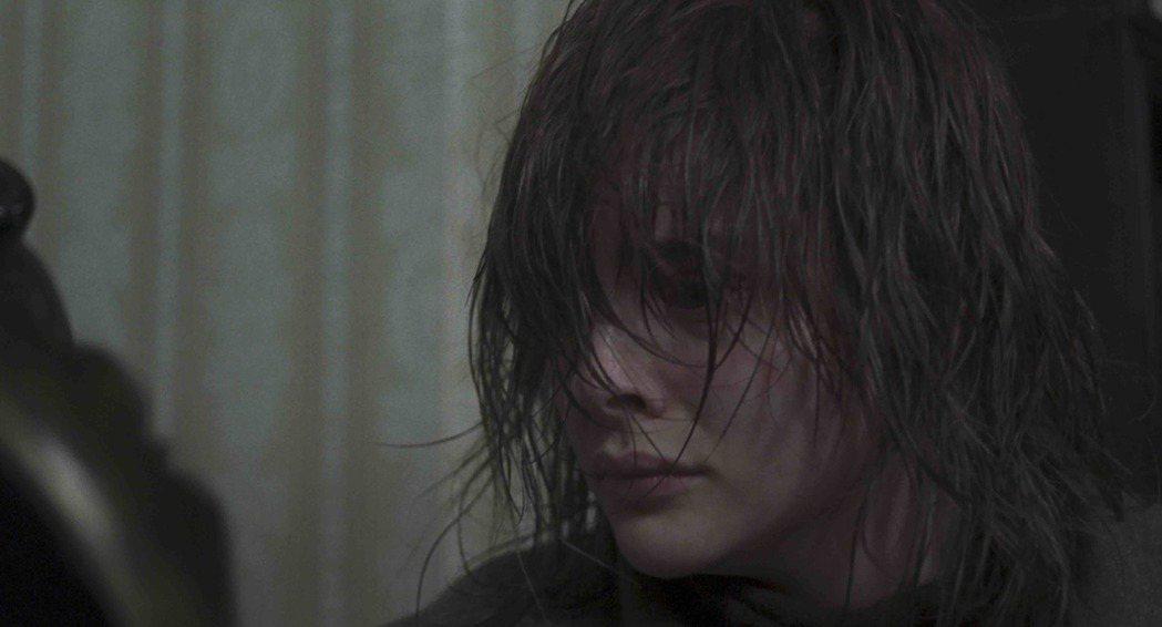 「超殺女」克蘿伊摩蕾茲久未出現在鏡頭前,今年以新作「窒息」重返大銀幕。圖/傳影提...