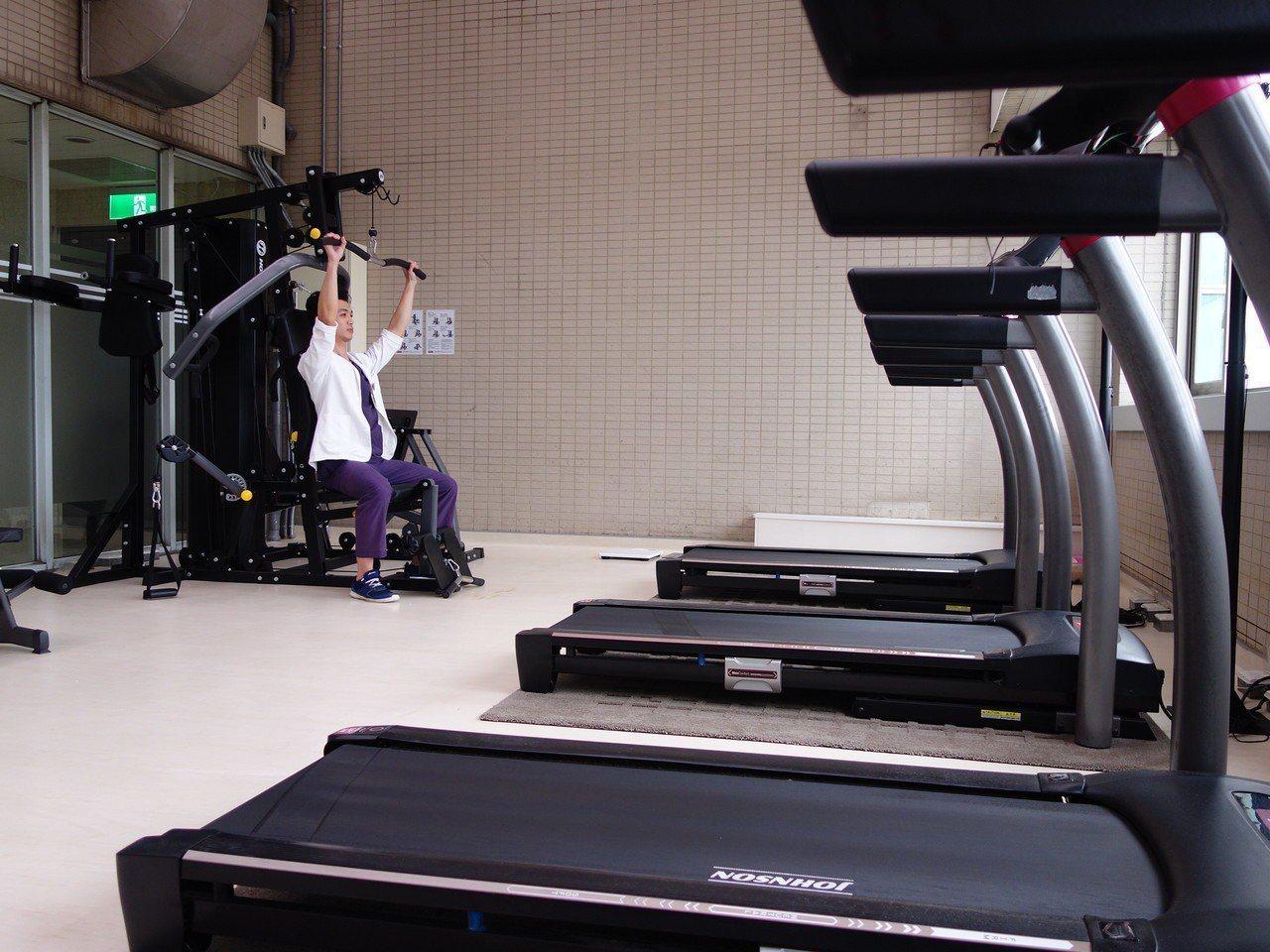 馬偕新竹分院103年啟用健身房,不少醫師、護理師利用休息時間來健身,每季超過千人...