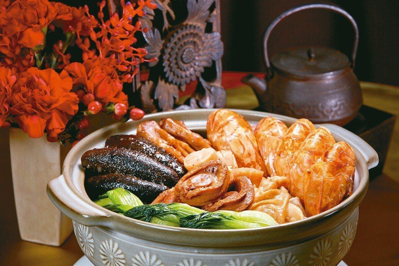 台北國賓粵菜廳推出外帶年菜「金玉滿盆盆菜」,匯集所有頂級食材。 圖/台北國賓提供