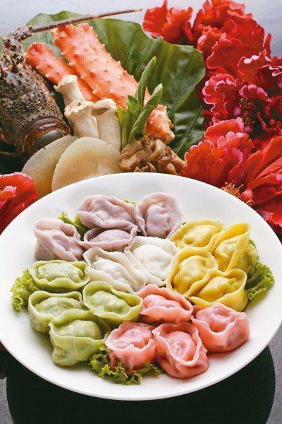 以5款珍稀食材入饌的「五福臨門金元寶」手工水餃。 圖/台北晶華酒店提供