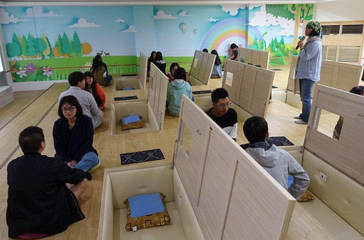 大仁科大讓學生從預寫遺囑、躺棺等體驗,來想像「由生入死」的過程。 圖/聯合報系資...