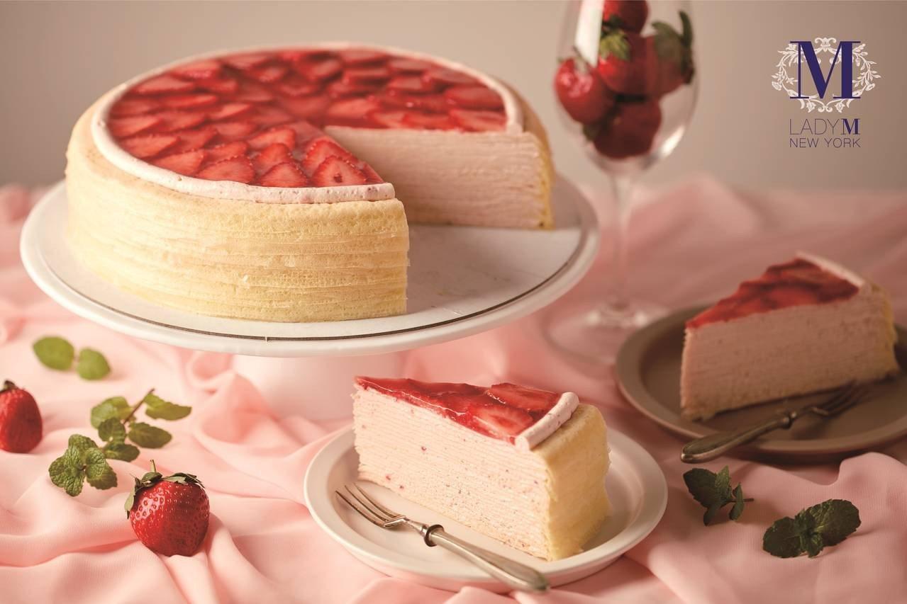 「草莓香緹千層蛋糕」,單片售價280元、9吋2,800元。圖/Lady M提供