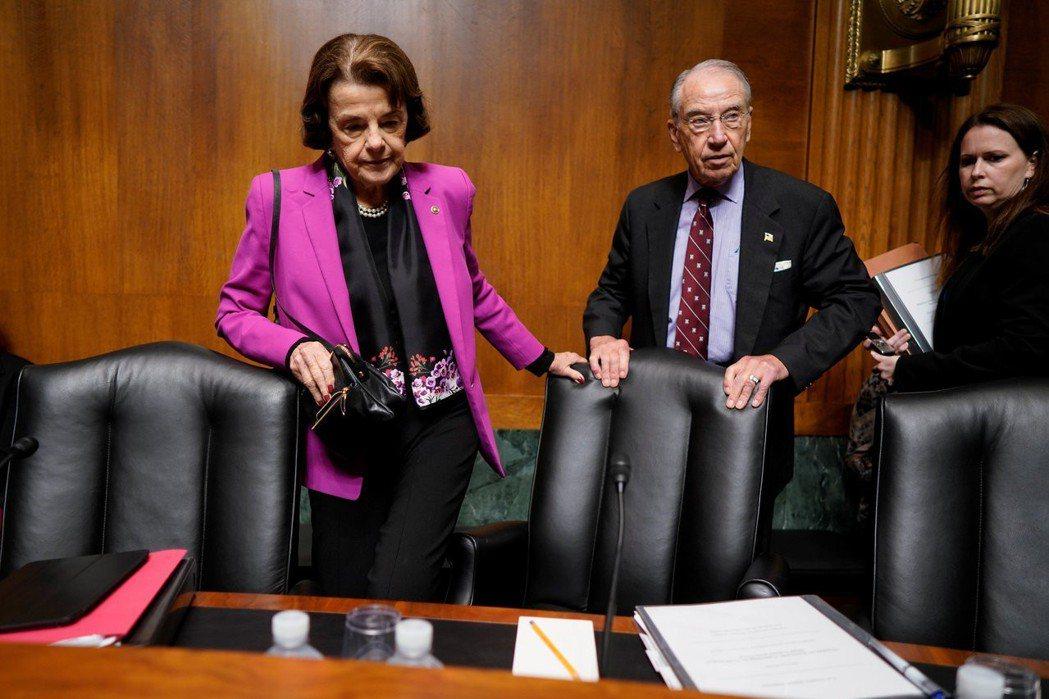 參院司法委員會主席葛雷斯利(右)現年85歲,與剛剛連任的民主黨知名參議員范士丹(...