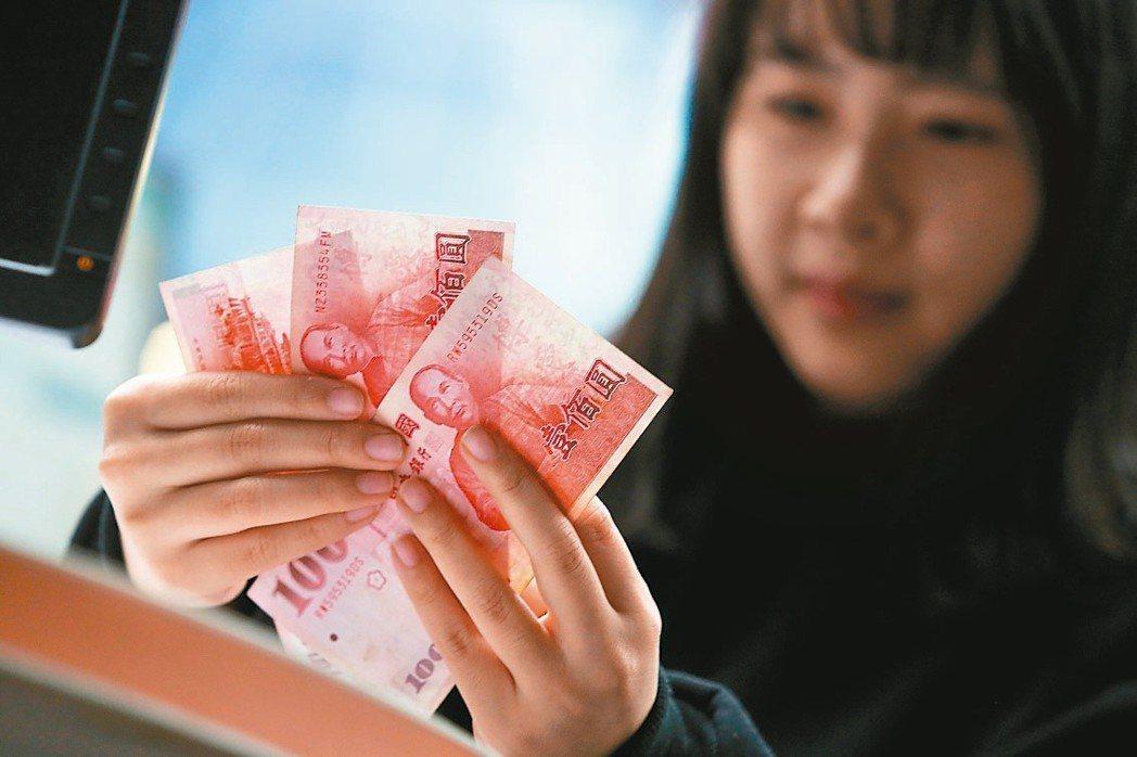 如果紅包全包一百元鈔票,可能會讓人覺得,你只是想讓紅包看起來厚一點。圖╱聯合報系...