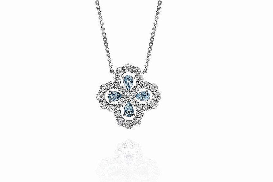 海瑞溫斯頓Diamond Loop珠寶系列實心花型海藍寶石鑽石鍊墜,35萬元。 ...