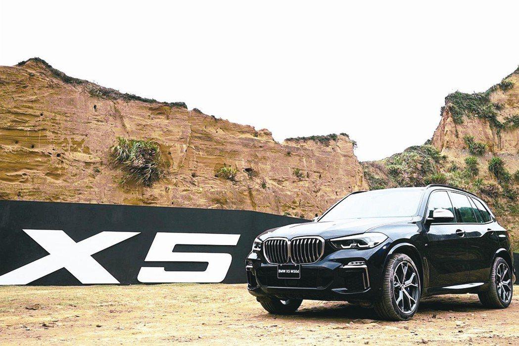 全新第四代BMW X5豪華運動休旅正式在台上市,總代理汎德共五種車型售價自新台幣...