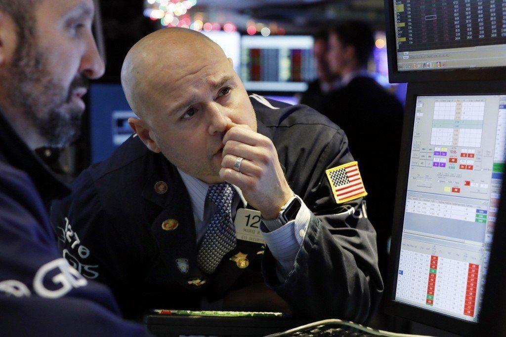 美股道瓊指數今暴跌逾600點。美聯社
