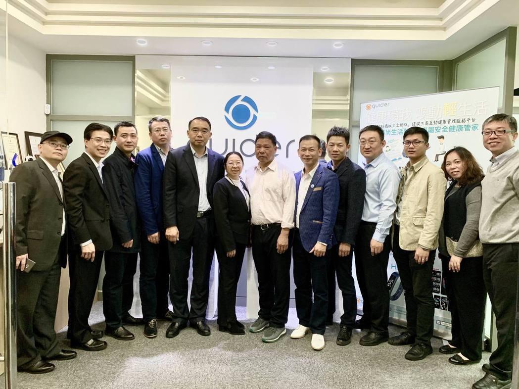 海王集團成員回訪蓋德科技簽訂投資協議,由蓋德科技董事長許賓鄉(左二)接待合影。蓋...