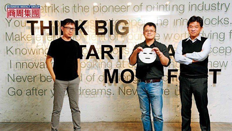 正美執行長魏任傑(右起)、拓金總座林璟宇與奇想創造董座謝榮雅,各自從技術、製造、設計角度出發,成為微電面膜進入市場的推手。(攝影者.程思迪)