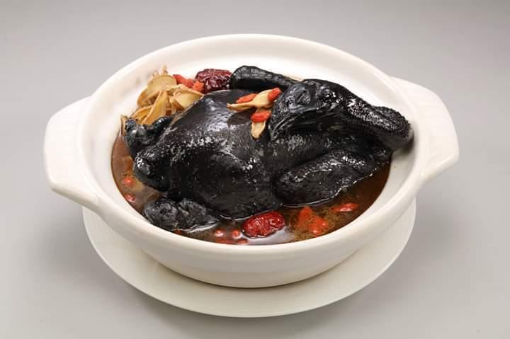 螺情麻油全雞鍋。 漢典食品/提供