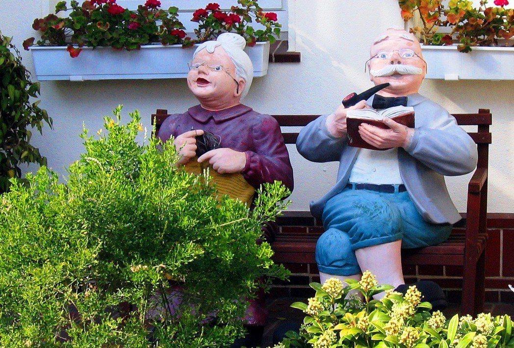 在醫療技術進步、平均壽命延長的高齡社會中,「老」的定義是否也有所轉變?圖/pix...
