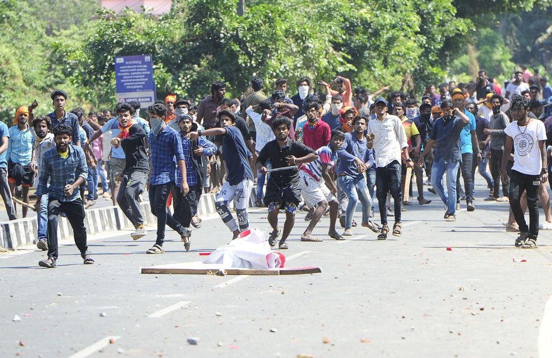 位於南印度的喀拉拉邦(Kerala)陷入暴動癱瘓。 圖/法新社