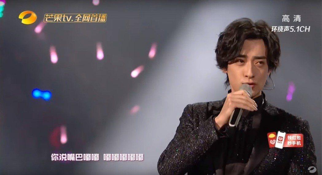 鄭雲龍演唱「嘴巴嘟嘟」。圖/擷自YouTube