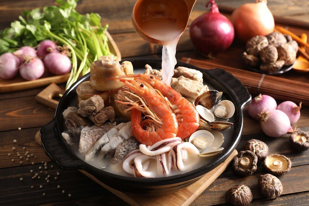 Asia49-新加坡海鮮肉骨茶NT$720。
