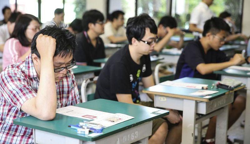 有不少人放棄高薪工作,寧願選擇考公務員。 圖片來源/聯合報系