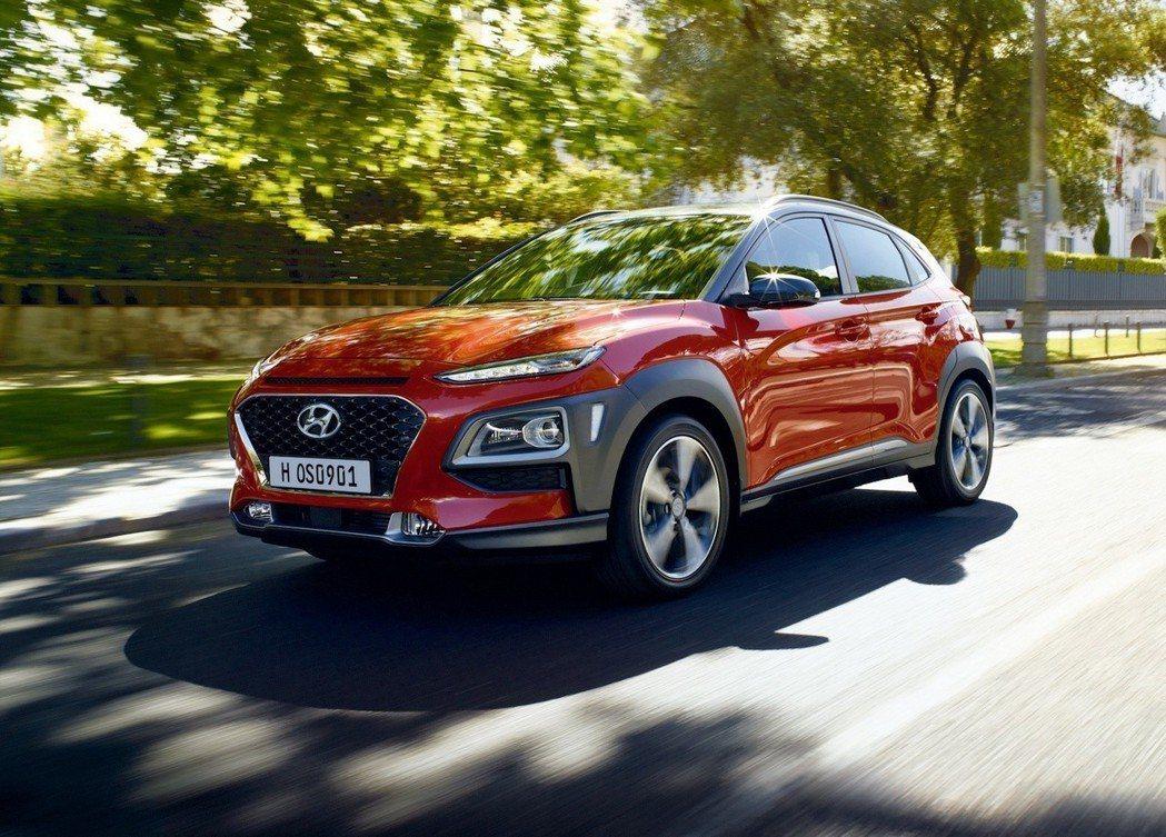 與Kia Stonic為雙生車的Hyundai Kona,已早一步在去年11月登...