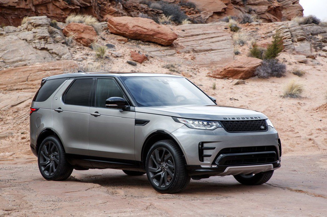 台灣捷豹路虎針對Land Rover Discovery 車系推出「探索無限專案」,特定年式汽柴油 SE車型限量升級配備總價值超過 37 萬元,建議售價 359 萬元起。 圖/Land Rover提供