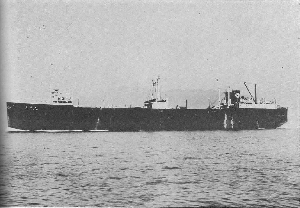 為了戰爭與擴張海軍的遠洋能力,日本在1936年打造了第一艘足以遠赴南極的捕鯨母船...