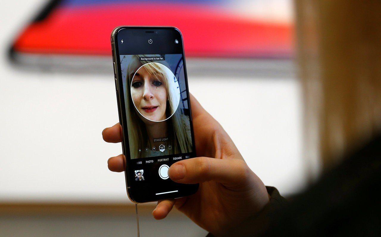 中國大陸資安研究員原訂在《亞洲黑帽駭客大會》示範如何破解iPhone臉部辨識驗證...