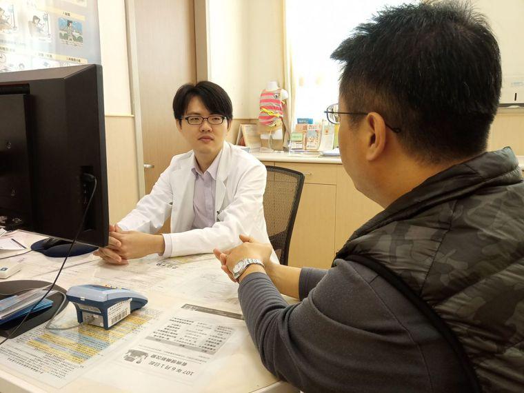 臺南市立安南醫院腎臟科王勝鴻醫師。照片/臺南市立安南醫院提供