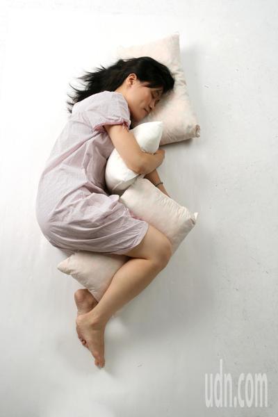 研究發現,不寧腿症候群不僅與身體狀況有關,還與心理健康有關。聯合報系資料照