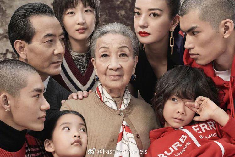 BURBERRY以中國新年團圓飯的概念拍攝「摩登新禧」形象廣告。圖/取自微博